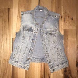 ✨EUC Short sleeve jean jacket 💙